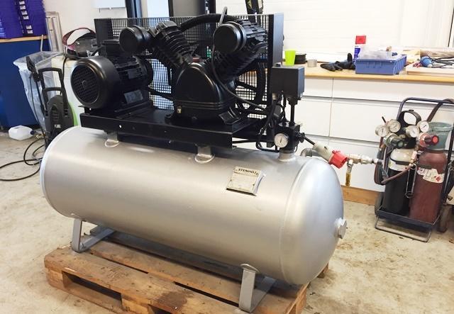 Velsete Brugt Stempelkompressor Stenhøj 4 kw 5,5 HK-200 ltr. beholder KI-32